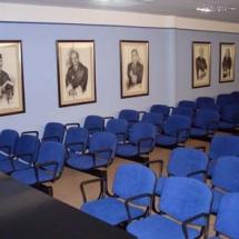 Salón de actos con una capacidad para 100 personas.