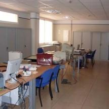 Área pública y de gestión con capacidad para 4 puestos de trabajo.